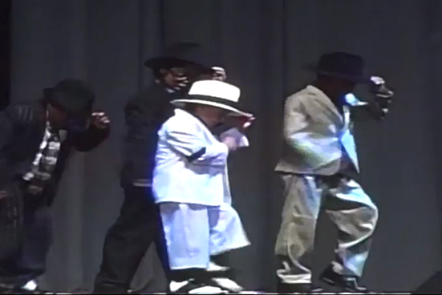 This 6 yr old's Michael Jackson Impersonation is spot on!